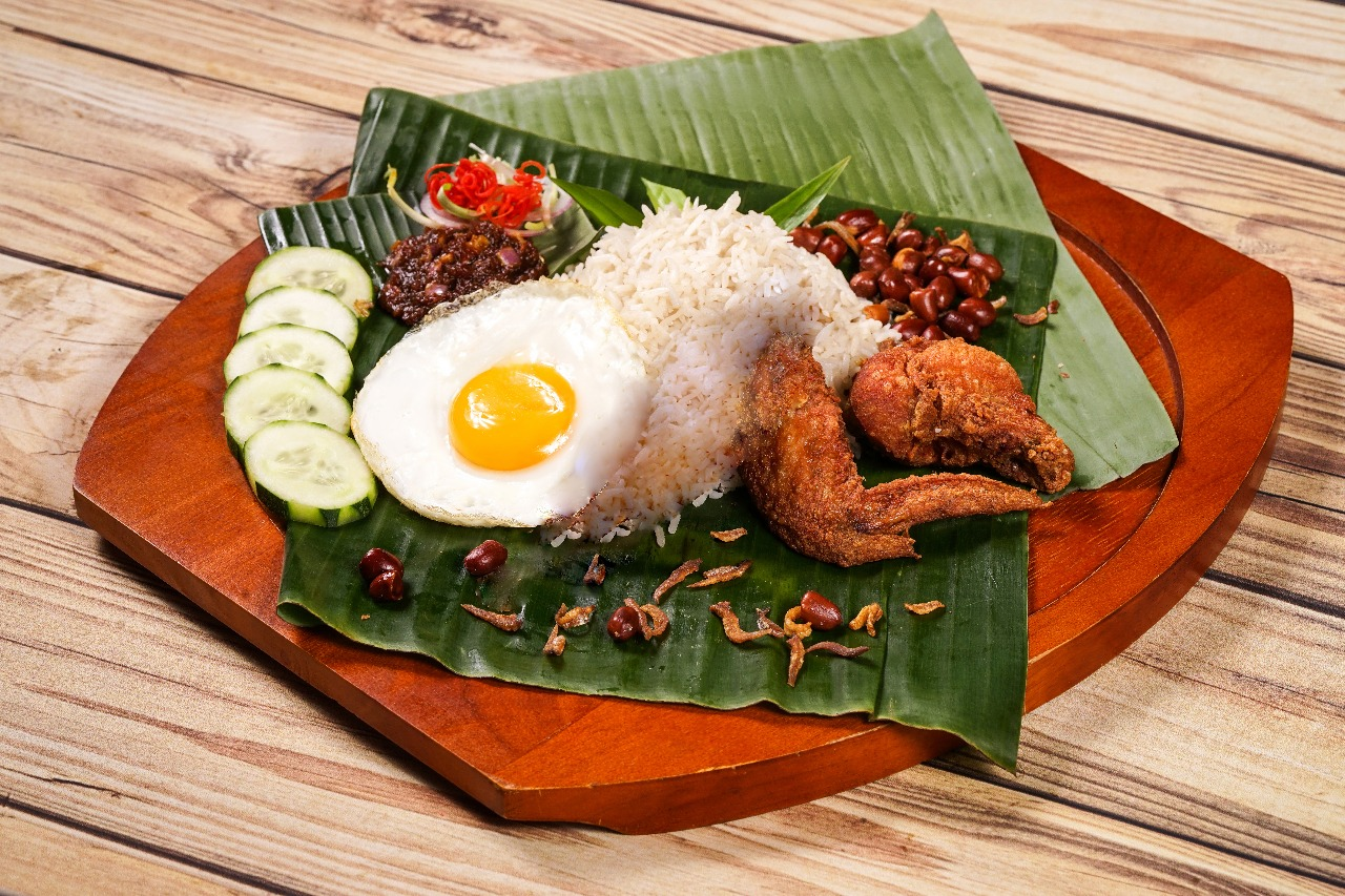 NASI LEMAK WITH DEEP FRIED CHICKEN WING